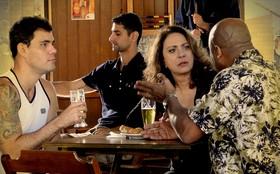 Muricy descobre que Carminha surtou por causa de Nina