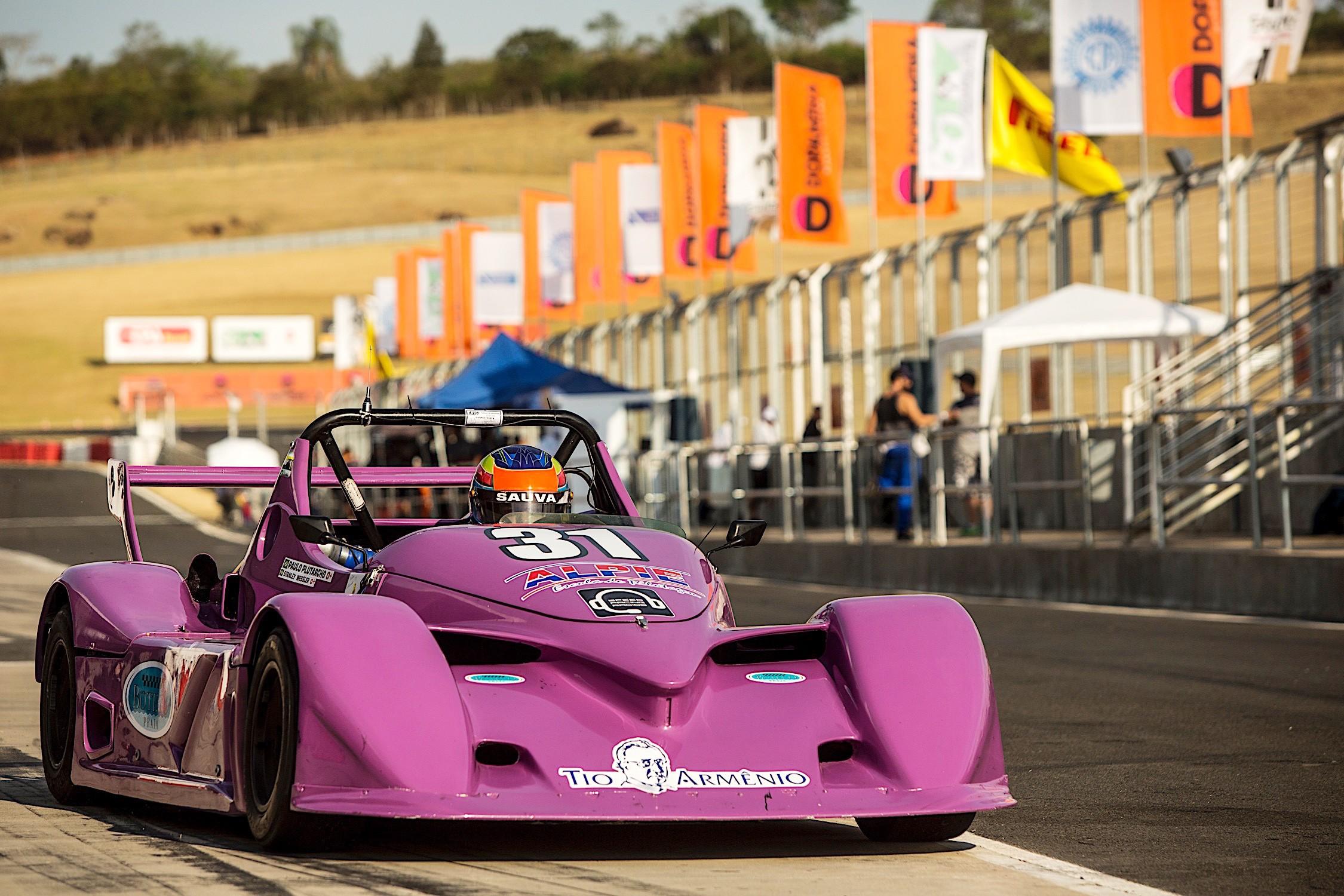 Spyder #31 dos pilotos Paulo Plutarcho_Stanley Wessler_Sergio Ventura (Foto: Bruno Terena)