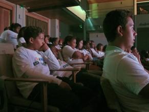 Crianças atentas ao palco (Foto: Globo)