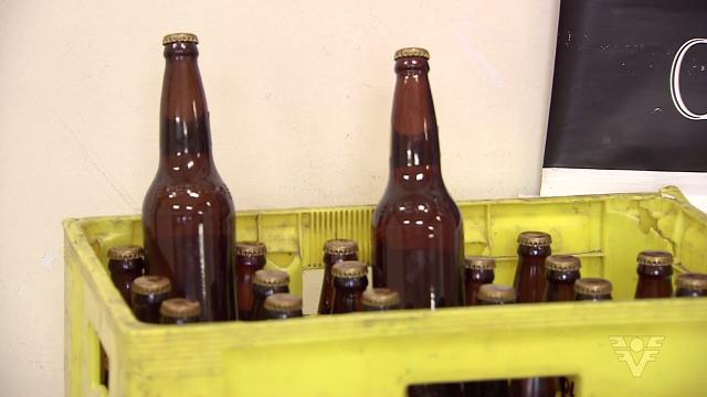 Cervejas falsificadas (Foto: Reprodução/TV Tribuna)