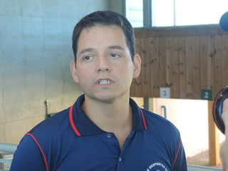 Leonardo Moreira, atleta de tiro esportivo e comentarista do SporTV, na Copa do Mundo, evento-teste em Deodoro (Foto: Rodrigo Breves \ GloboEsporte.com)