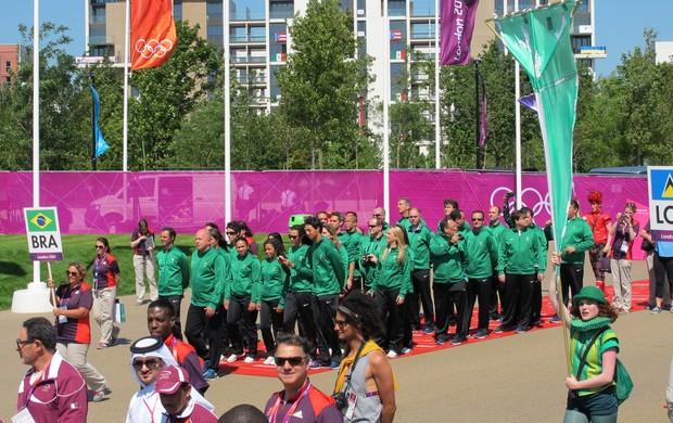 Brasil na cerimônia de hasteamento da bandeira na Vila Olímpica de Londres (Foto: Gabriele Lomba / GLOBOESPORTE.COM)