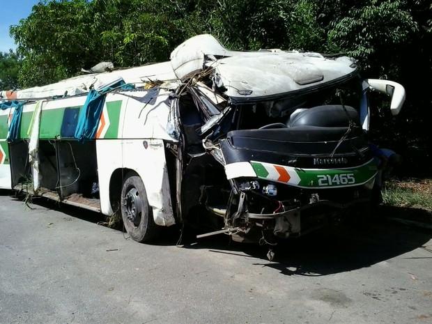 Doze feridos em acidente de ônibus continuam internados no Espírito Santo (Foto: Wagner Martins/ TV Gazeta)