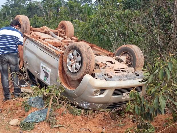 Carro com deputado estadual de RO capota na BR 319 perto de Manaus