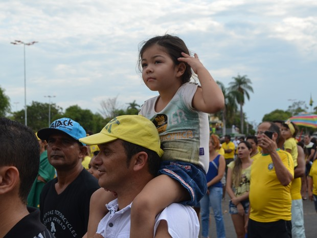 Famílias foram ao protesto contra o governo federal (Foto: Marcelo Marques/ G1 Roraima)