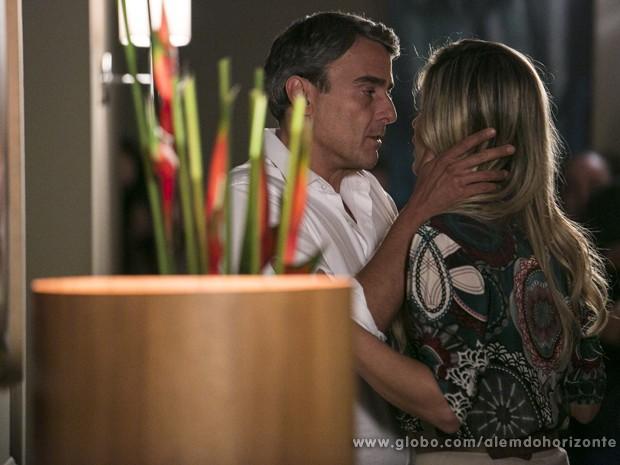 Thomaz não esconde mais seus sentimentos e se declara para Heloísa (Foto: Felipe Monteiro/TV Globo)
