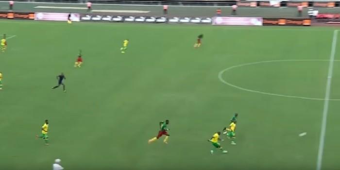 BLOG: Vai daí? Sul-africano faz gol de antes do meio de campo contra Camarões