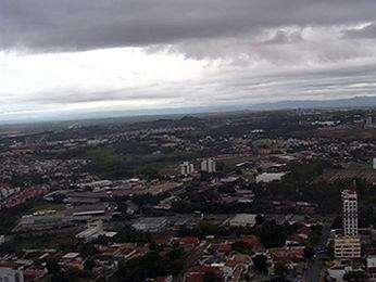 Cuiabá deve ter tempo nublado e chuvoso. (Foto: Reprodução/TVCA)