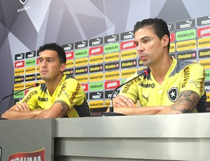 Edilson e Bolivar coletiva Botafogo (Foto: Thales soares)