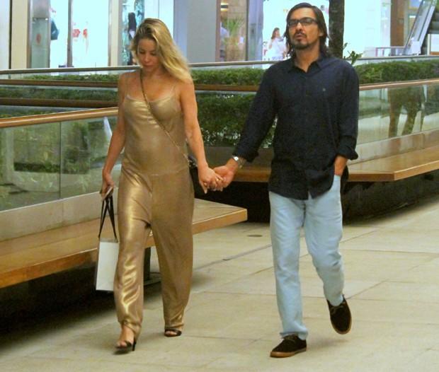 Danielle Winits e André Gonçalves (Foto: AgNews)