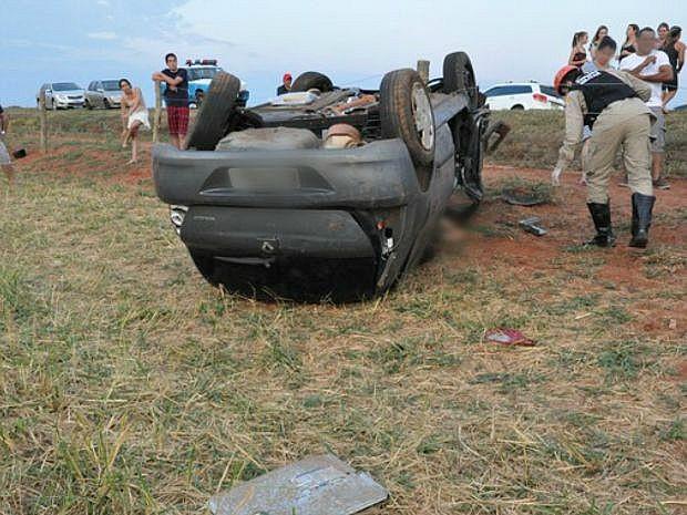 Bombeiro disse que encontrou 'lembrancinhas' de casamento no carro da vítima. (Foto: Fernando de Brito/Brito News)