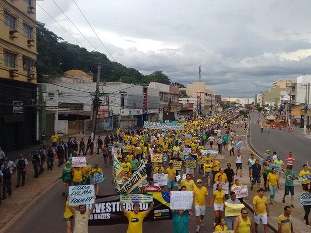 Manifestantes caminharam pela Avenida Prainha e Avenida Mato Grosso (Foto: Carolina Lorencetti/ TVCA)
