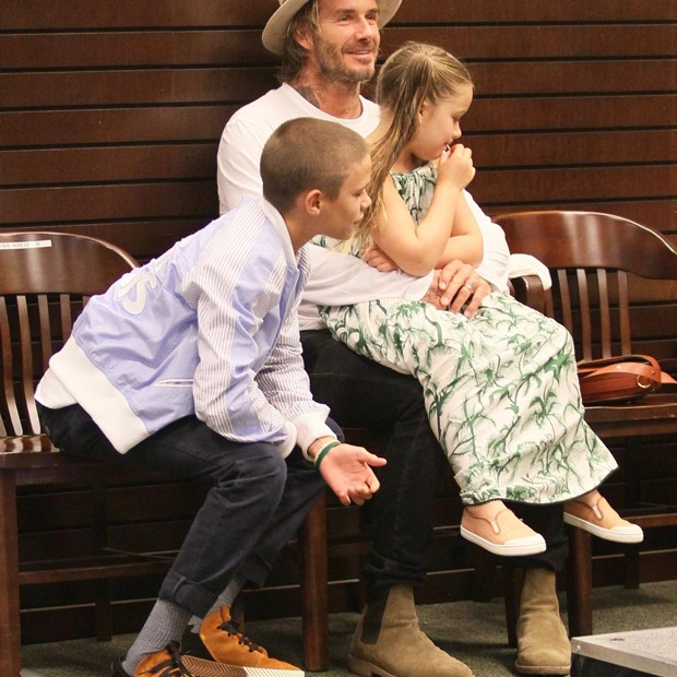 David Beckham com os filhos (Foto: AKM-GSI)