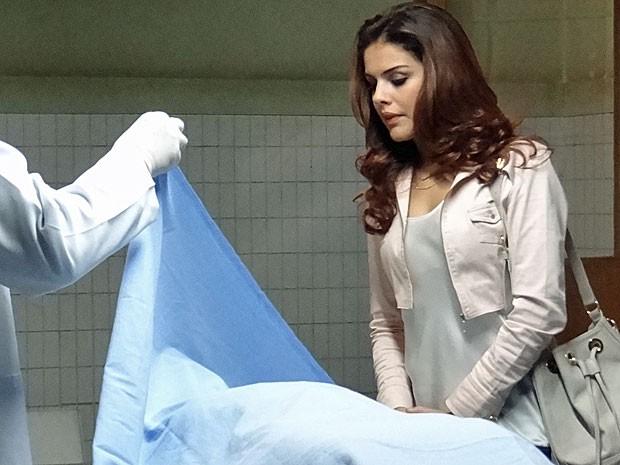 Rosângela descobre que o corpo não é de Morena (Foto: Salve Jorge/TV Globo)