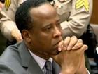 Médico condenado pela morte de Michael Jackson é libertado da prisão
