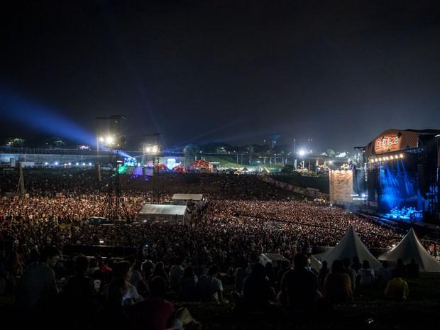 Gramado lotado durante show do Jack White no palco Skol (Foto: Marcelo Brandt/G1)