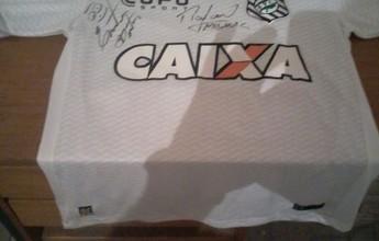 """Após levar 17 a 0, técnico faz rifa com camisa do Figueirense: """"Está difícil"""""""