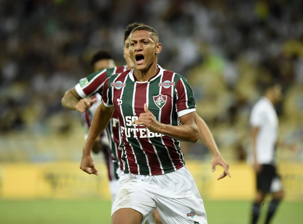 Richarlison comemora seu gol, o primeiro do Fluminense na vitória sobre o Vasco (Foto: André Durão)