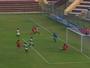 Apesar da experiência, atacante perde gol incrível no Peru. Assista!