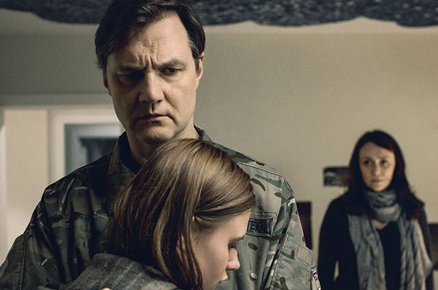 David Morrissey (Sam), Keeley Hawes (Gemma) e Abigail Hardingham (Alice Webester) em 'The missing' (Foto: Divulgação/Starz)