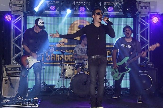 A banda Mary Joe dá início as apresentações (Foto: TV Sergipe)