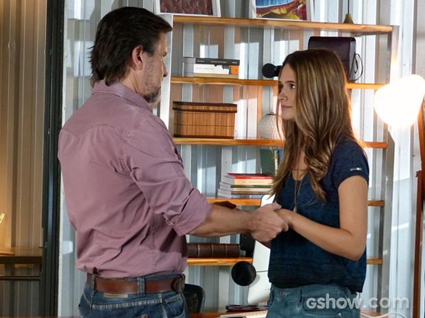 LC sente confiança em Lili e acaba fazendo a revelação (Foto: Inácio Moraes / TV Globo)