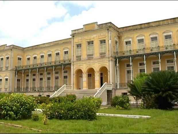 O centenário colégio Antônio Lemos, em Santa Izabel do Pará, coleciona histórias de educação e de afeto entre seus estudantes. (Foto: Reprodução/TV Liberal)