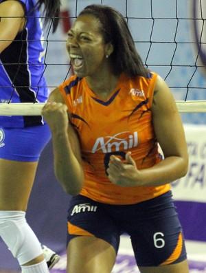 Daymi marcou 9 pontos pelo Campinas (Foto: Felipe Christ/Amil/Divulgação)