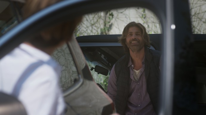 Pedro convida Helô para ir à Paraty no carro dele (Foto: TV Globo)