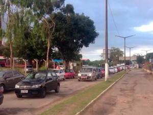 Protesto atrapalhou entrada de carros no terminal do ferry-boat em Itaparica (Foto: Imagem/TV Bahia)