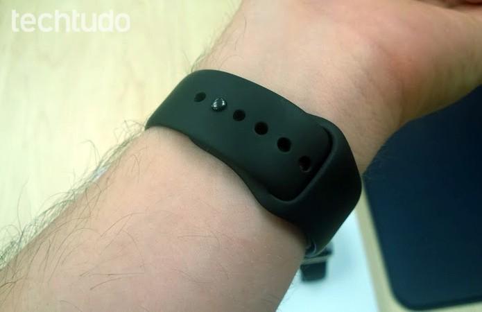 Apple Watch tem pulseira esportiva com fecho diferente, entre outras opções (Foto: Elson de Souza/TechTudo)
