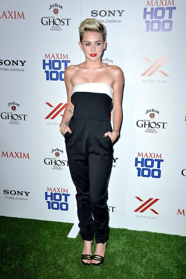 Miley Cyrus em festa de revista em Los Angeles, nos Estados Unidos (Foto: Frazer Harrison/ Getty Images/ AFP)