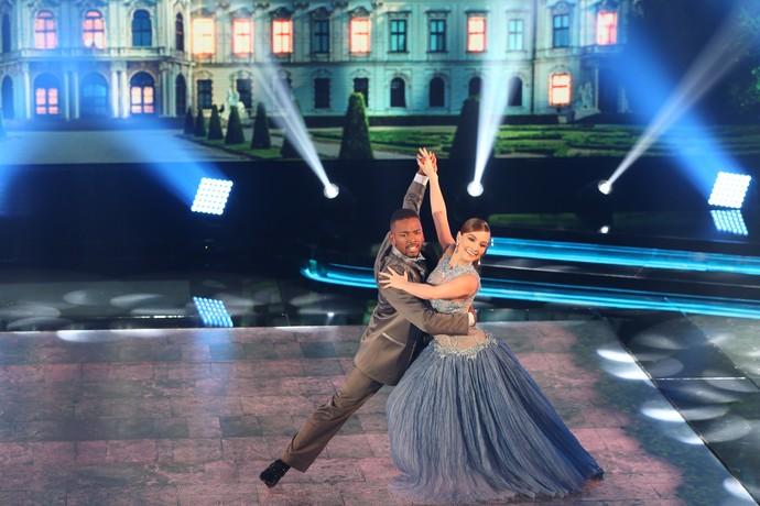 Nego do Borel e Juliana Fructuozo dançaram ao som de 'La Traviata' (Foto: Carol Caminha / Gshow)