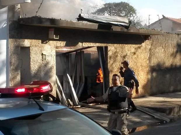 Três pessoas morreram na queda de avião em Belo Horizonte (Foto: José Neto/ TV Globo)