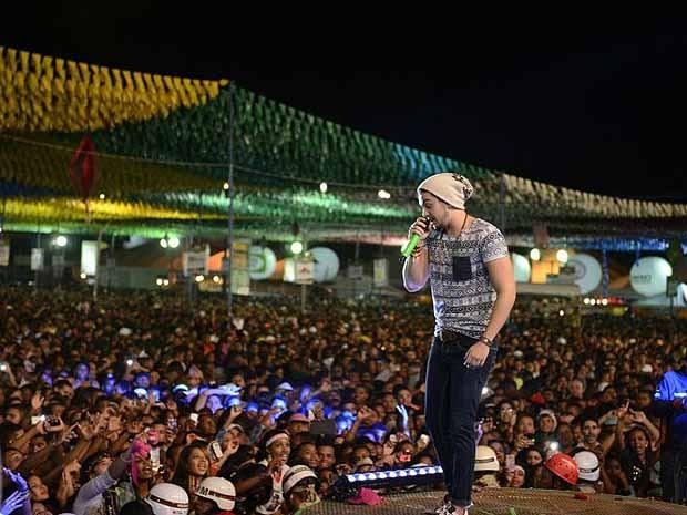 Show de Luan Santana alcança público máximo em cidade da Bahia e pessoas passam mal. (Foto: Eder Mota/Divulgação)