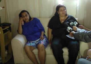 Mãe e madrinha da tripulante brasileira falam sobre o sumiço da jovem (Foto: Jonatas Oliveira/G1)