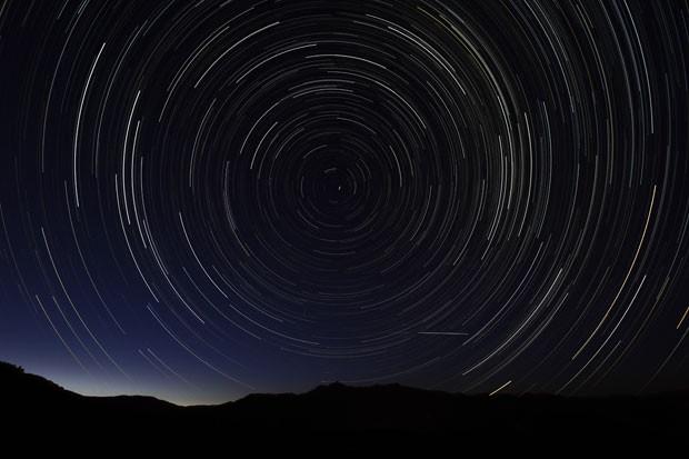 Chuva de meteoros é vista perto de Madri (Foto: Dani Pozo/AFP)