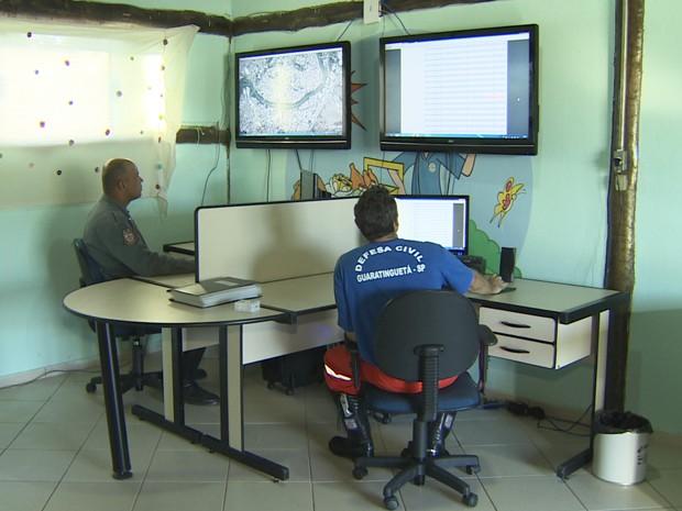 Defesa Civil instala equipamento para monitorar afluentes do Rio Paraíba (Foto: Reprodução/TV Vanguarda)