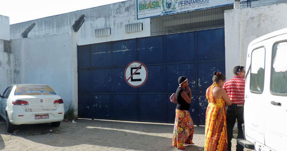 Familiares de detentos buscam informações após rebelião no Recife - Globo.com