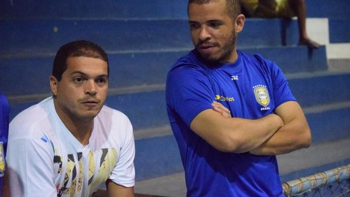 Rogério acompanha treino do Sub-20 (Foto: Luis Domingues/CBFS)