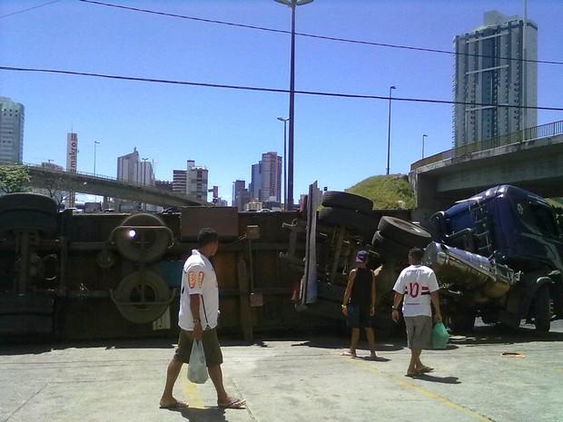 Acidente aconteceu nas proximidades da Avenida ACM (Foto: Angelo Pereira/Arquivo Pessoal)