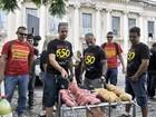 Com churrasco e bolo, protesto pede convocação de concursados no RS