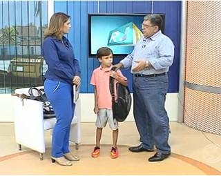 Especialista tira dúvidas sobre a forma correta de usar as mochilas (Foto: RJTV 1ª Edição)