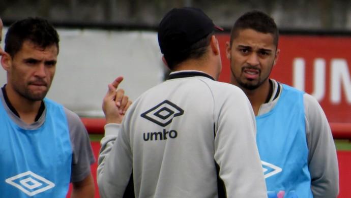 Paulinho Dias Dellatorre Claudinei Oliveira Atlético-PR (Foto: Fernando Freire)