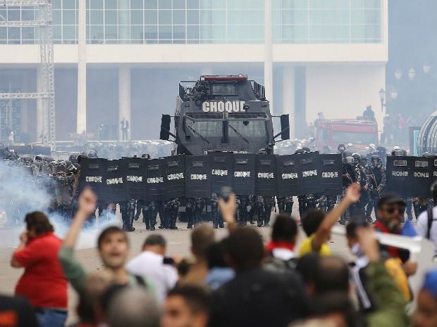 Protesto no Paraná (Foto: Giuliano Gomes/ PRPRESS)