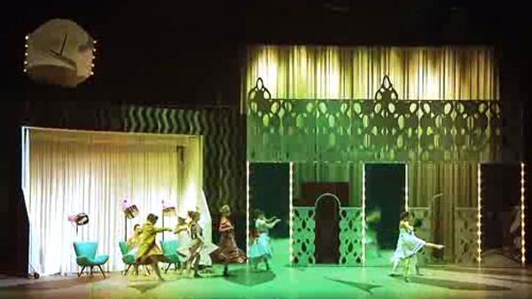 Cinderela faz uma viagem no tempo e volta aos anos 1960 (Foto: Reprodução/ RPC TV)