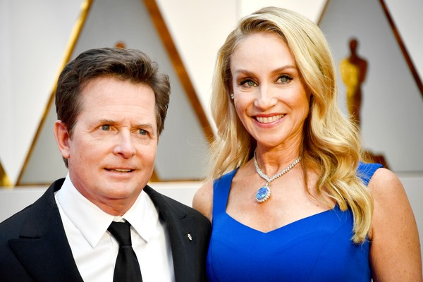 Michael J. Fox e a esposa Tracy Pollan no red carpet do Oscar de 2017 (Foto: Getty Images)