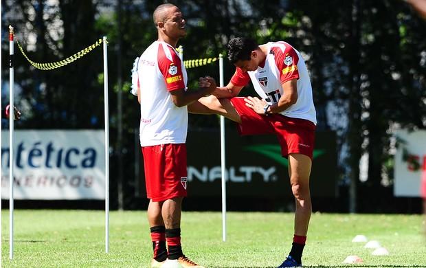Luis Fabiano Lucio São Paulo (Foto: Marcos Ribolli / globoesporte.com)