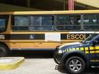 PRF apreende ônibus escolar irregular de Manari na BR-423 em Garanhuns