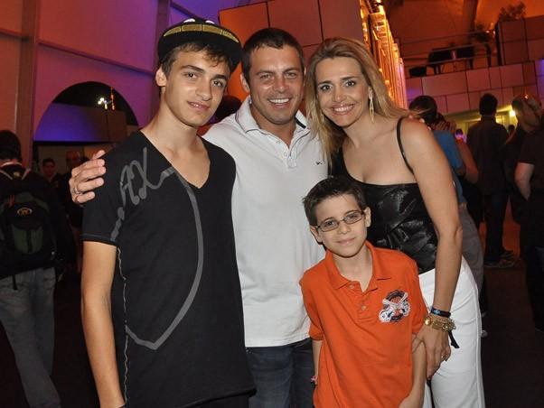 Luigi Baricelli com a família no Rock in Rio (Foto: Marcos Serra Lima / EGO)